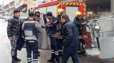 """إنقاذ عامل صيانة تعطلت رافعته في خلدا """"صور"""""""