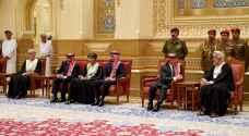 الملك وولي العهد يقدمان العزاء بوفاة السلطان قابوس بن سعيد