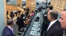 العضايلة يزور الصحفيين خلال جلسة النواب