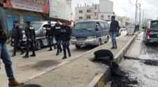 محتجون يغلقون الشارع الرئيسي بالإطارات المشتعلة في مؤتة - صور