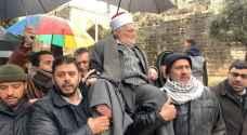 """الشيخ عكرمة صبري يتحدى الاحتلال ويدخل المسجد الأقصى """"فيديو"""""""