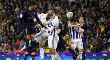 ريال مدريد يفوز على بلد الوليد ويتصدر الدوري الإسباني
