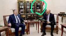 نائب عراقي يهاجم علاوي بعد انعكاس صورة شخصية مثيرة للجدل على زجاج مكتب الرئيس