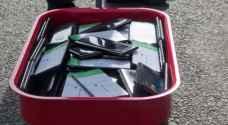 يخدع غوغل ويتسبب في أزمة سير بعربة مليئة بالهواتف المحمولة (فيديو)
