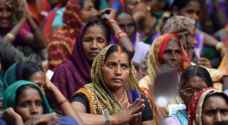 تعرية طالبات في الهند لسبب غريب لا تتوقعونه!