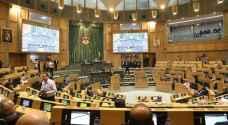 نواب يتهمون رئيس الوزراء بتعيين موظفين كاستثناءات - فيديو