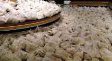 الحكومة: مادة الخبز ستوزع يوميا وبرنامج لتوزيع المواد الغذائية الأخرى