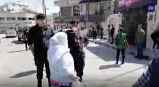 الأمن يغلق احد محال بيع الخضار في اللويبدة بعد رفعه الأسعار - فيديو
