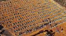 """مئات التوابيت في مقبرة كورونا.. """"فيلم رعب"""" في غابة برازيلية"""