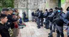 الاحتلال يعتدي على المصلين في الأقصى المبارك