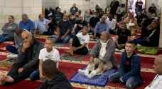 الفلسطينيون يؤدون صلاة العيد في أغلب مساجد الضفة