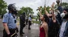 صدامات في مينيابوليس بعد مقتل أمريكي أسود بيد الشرطة