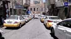 سائقو سرفيس ضاحية الحسين يعتصمون للمطالبة بزيادة عدد الركاب - فيديو