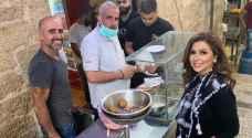 سندريلا الإعلاميات الفلسطينيات إيمان عياد تتغنى بفلافل أشهر معلم في بيت لحم