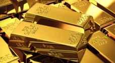 الذهب ينخفض عن ذروة 8 سنوات