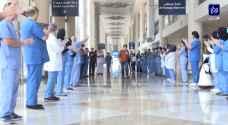هكذا غادر أخر مصاب بكورونا المستشفى الميداني في دبي.. فيديو