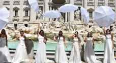 """عرائس في إيطاليا يتظاهرن بفساتين الزفاف اعتراضا على منع الزفاف """"صور"""""""