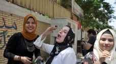 """طبل بلدي ورقص وزغاريد فرحا بانتهاء ماراثون التوجيهي في مصر """"فيديو"""""""