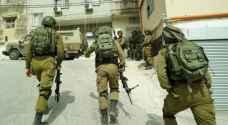 الاحتلال يصيب مواطنا بالرصاص ويعتقل آخرين بالضفة