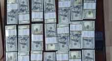 البحث الجنائي يحبط محاولة احتيال باستخدام أوراق نقد مزيفة بنحو نصف مليون دولار
