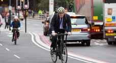 جونسون للبريطانيين: استخدموا الدراجات الهوائية!