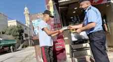 مديرية الامن العام توزع بطاقات معايدة وورودا على المواطنين - صور