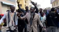 أنصار زعيم سنغالي يحطمون مكاتب صحيفة نشرت خبرا عن إصابته بكورونا