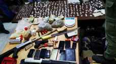 حملة أمنية على مروجي المخدرات في الرمثا وضبط عدد منهم - صور