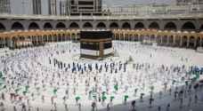 السعودية تعلن خطة لإعادة أداء العمرة تدريجيا