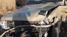 3 إصابات إحداها بالغة بتصادم مركبتين على طريق المفرق - اربد