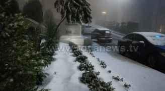 تراكم الثلوج غربي العاصمة عمان وتحديدا من مجمع الأعمال
