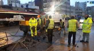 البدء بإعادة صيانة وتعبيد المناطق المتضررة من شارع قريش في وسط البلد