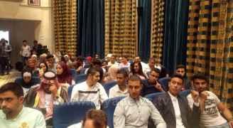 الطلبة وأولياء أمورهم في قاعة اعلان النتائج