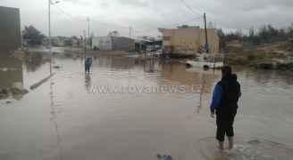 إغلاق الطريق الواصل بين حي الحسين واوتستراد الزرقاء بعد فيضان بركة التوحيد في الرصيفة