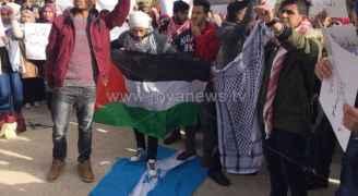 غضبة الأردنيين للقدس مستمرة ودوس علم الاحتلال بآل البيت