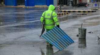 كوادر أمانة عمان في أحد شوارع العاصمة