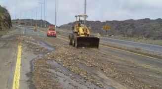 إعادة فتح طريق العقبة البحر الميت بعد انهيارات
