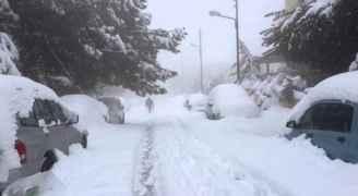 بالفيديو ..منخفض قطبي الجمعة يجلب الأمطار نهارا والثلوج فوق 800 متر ليلًا