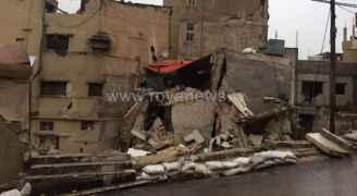 بالفيديو والصور .. انهيار جزئي بعمارة بالجوفة بسبب السيول