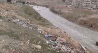 بالفيديو: ارتفاع منسوب المياه في سيل الزرقاء