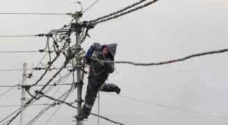 الكهرباء الأردنية تتعامل مع 2424 عطلا كهربائيا خلال اليومين الماضيين