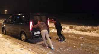 انقاذ 15 سائحا في منطقة الرشادية بالطفيلة ..فيديو