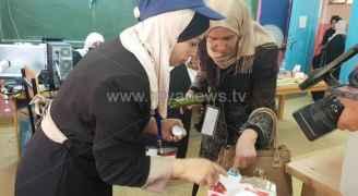 فتح صناديق الاقتراع لانتخابات مجالس البلديات والمحافظات..صور