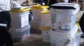 اجراء قرعة بين مرشحين تعادلا في الاصوات بانتخابات بلدية الطفيلة