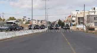 شاهد بالفيديو.. الأمن يمنع مسيرة من الوصول إلى السفارة الأمريكية
