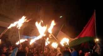 صور وفيديو .. الأردنيون يمضون ليلتهم في الشوارع وبمحيط سفارة أمريكا رفضًا لقرار ترمب
