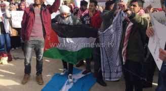 صور .. غضبة الأردنيين للقدس مستمرة ودوس علم الاحتلال بآل البيت