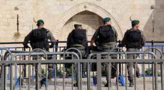 الاحتلال يعتقل شابين ويحاصر 'باب العامود' بالقدس