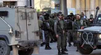 الاحتلال يعتقل فتاتين أحدهما مصابة من سيارة إسعاف بالخليل
