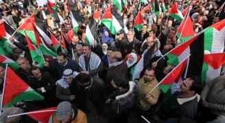 عشرات الاف الفلسطينيين بقطاع غزة يخرجون تنديدا بقرار ترمب